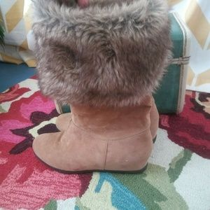 Bamboo Size 7.5 Tan Faux Suede Fur Trimmed boots